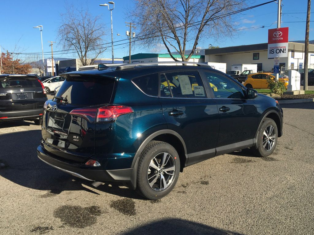 new 2017 toyota rav4 xle 4 door sport utility in kelowna 7rv3725 kelowna toyota. Black Bedroom Furniture Sets. Home Design Ideas