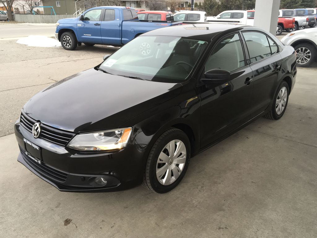 Pre-Owned 2012 Volkswagen Jetta Sedan Trendline