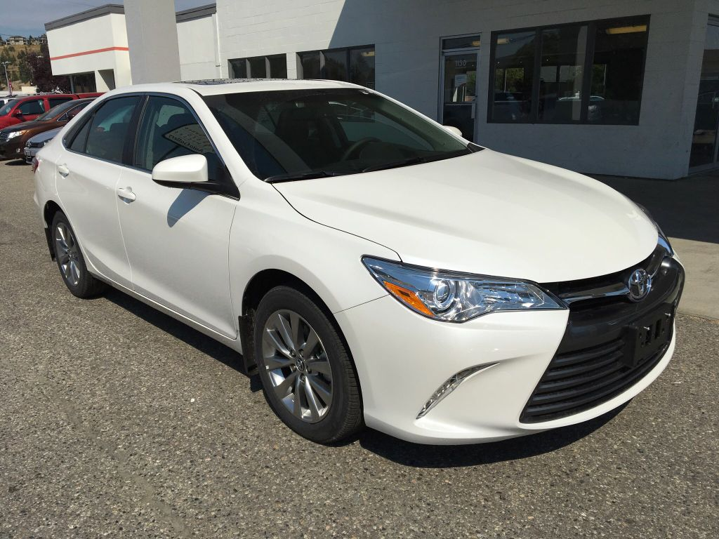new 2017 toyota camry xle i moonroof i premium paint 4 door car in kelowna 7ca2436 kelowna toyota. Black Bedroom Furniture Sets. Home Design Ideas