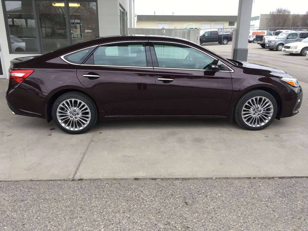 new 2017 toyota avalon touring i jbl audio i navigation 4 door car in kelowna 7av6948 kelowna. Black Bedroom Furniture Sets. Home Design Ideas