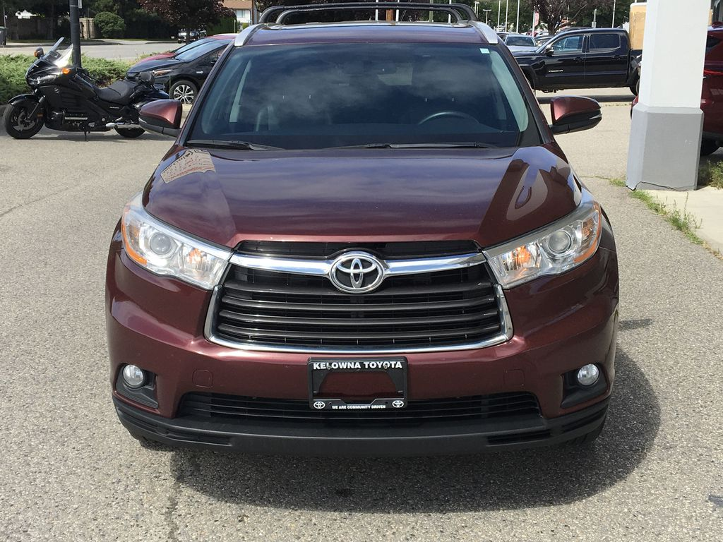 Pre-Owned 2016 Toyota Highlander XLE I Leather I Premium Paint I Roof Racks
