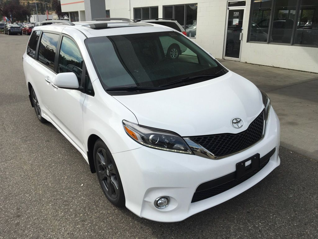 new 2017 toyota sienna se with tech package 4 door mini van passenger in kelowna 7sn6189. Black Bedroom Furniture Sets. Home Design Ideas