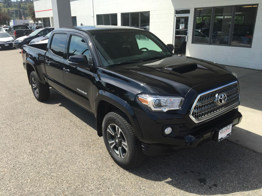 new 2017 toyota tacoma sr5 4 door pickup in kelowna 7ta2128 kelowna toyota. Black Bedroom Furniture Sets. Home Design Ideas