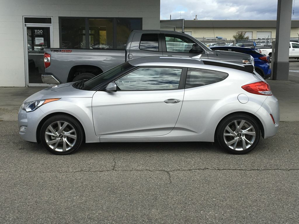 Pre Owned 2016 Hyundai Veloster Se