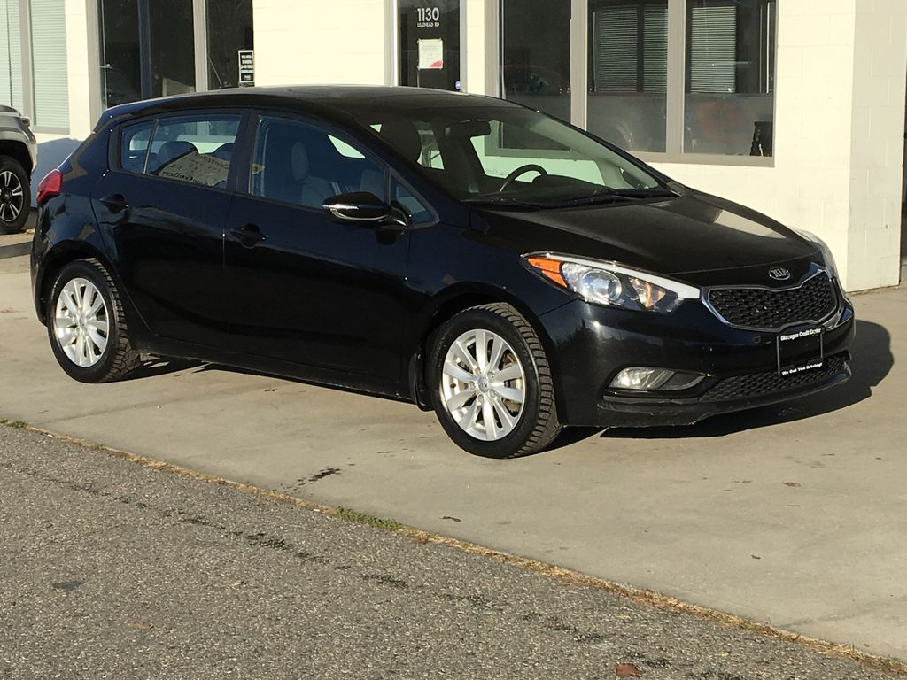 Pre-Owned 2015 Kia Forte 5-Door LX+